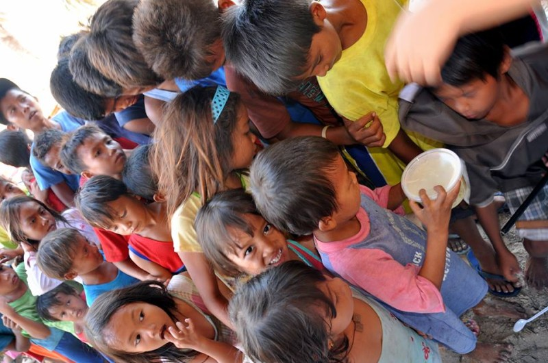 Hungry kids. Photo by Malapascua Relief Project.
