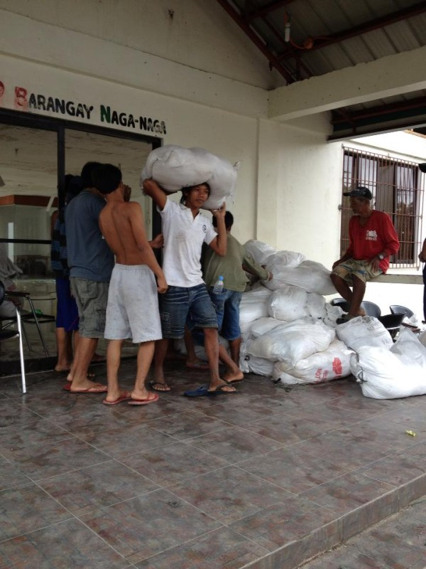 Unloading supplies in Tacloban. Photo by Rochelle de Leon.